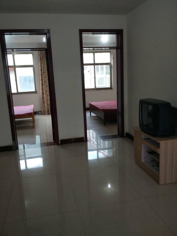 出租武安市双马东教师进修学校附近三室一厅一厨一卫,月租。500元
